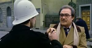 """""""Ma no, aspetti, mi porga l'indice, ecco lo alzi così, guardi, guardi, guardi, lo vede il dito, lo vede che stuzzica, e prematura anche !"""""""
