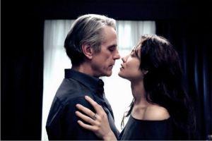 Jeremy Irons e Olga Kurylenko