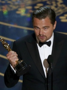 Leonardo DiCaprio accepts the Oscar for Best Actor for the movie The Revenant at the 88th Academy Awards in Hollywood, California February 28, 2016.  REUTERS/Mario Anzuoni      TPX IMAGES OF THE DAY