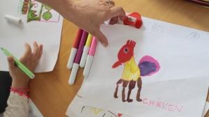 Il pollo a 4 zampe disegnato da Gaia
