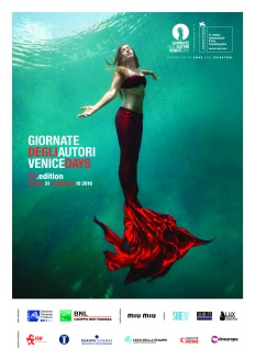 """""""Mitica, seducente, mutante, inquietante è quest'anno la sirena, l'immagine simbolo della XIII edizione: un omaggio alla femminilità e al mare che di Venezia sono l'origine; ma anche a quella dimensione inafferrabile e unica che è dell'arte e dell'invenzione umana. Noi non siamo sirene, ma per la loro sopravvivenza ci battiamo"""". (Giorgio Gosetti)"""